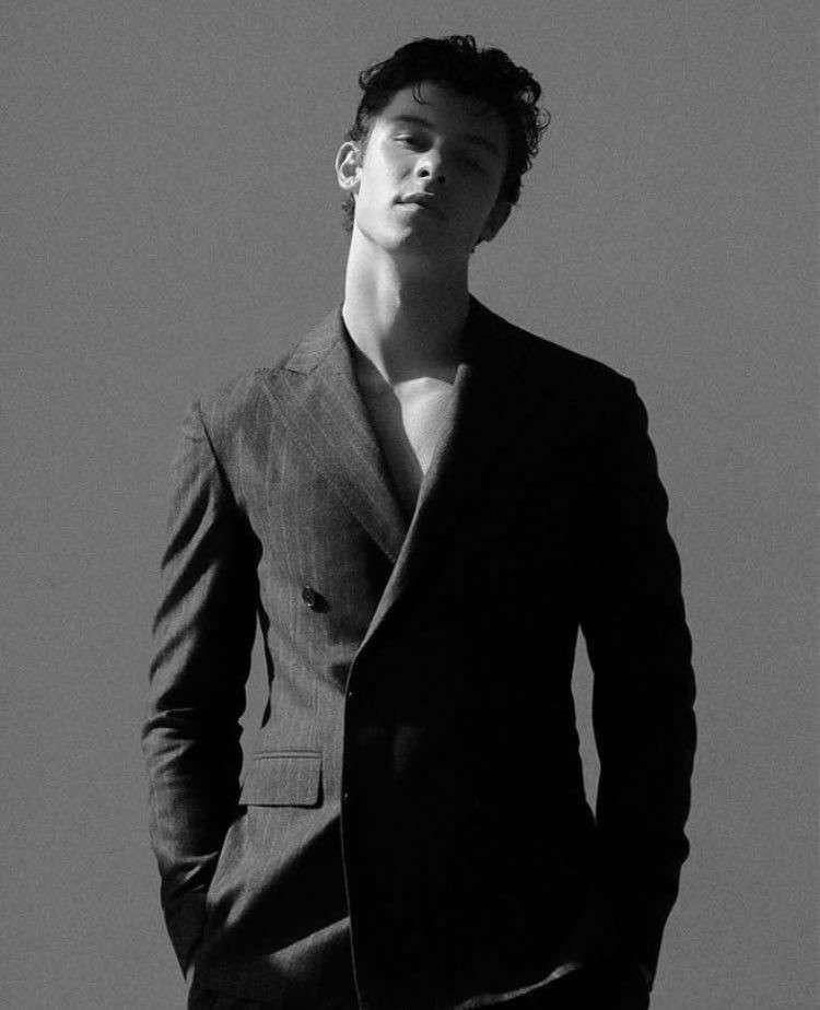 Shawn Mendes- Magazine - Shawn Mendes che modella per la rivista (6×8)
