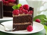 tort czekoladowy z malinami