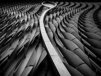 снимка в сива скала на спирални стълби