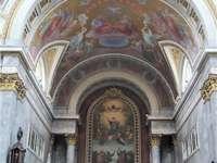 Интериорът на катедралата Естергом в Унгария