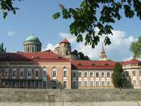 Esztergomi székesegyház belseje Magyarországon