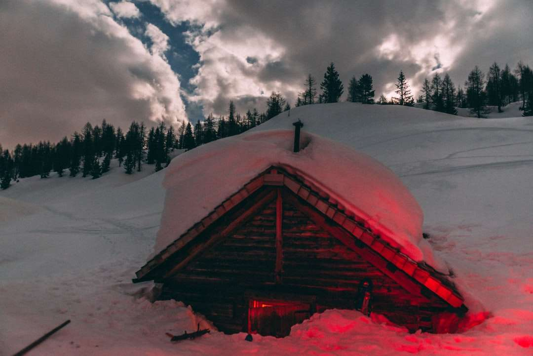 brown wooden house covered with snow near green trees - brown wooden house covered with snow near green trees under white clouds and blue sky during. quiet night in the snow valley . Asiago, VI, Italia (4×3)