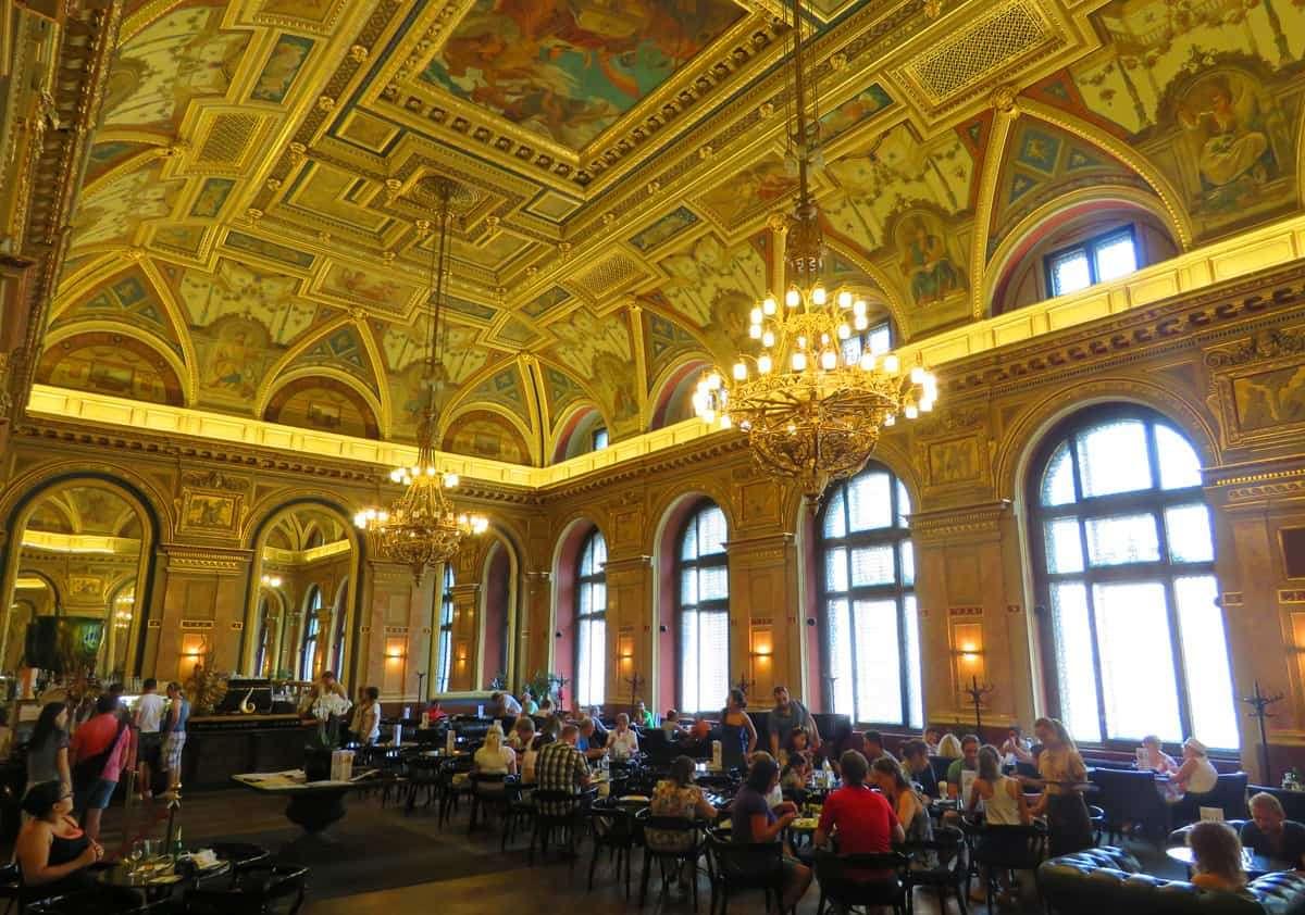 Budapest Cafe Alexandria in Hongarije (15×11)
