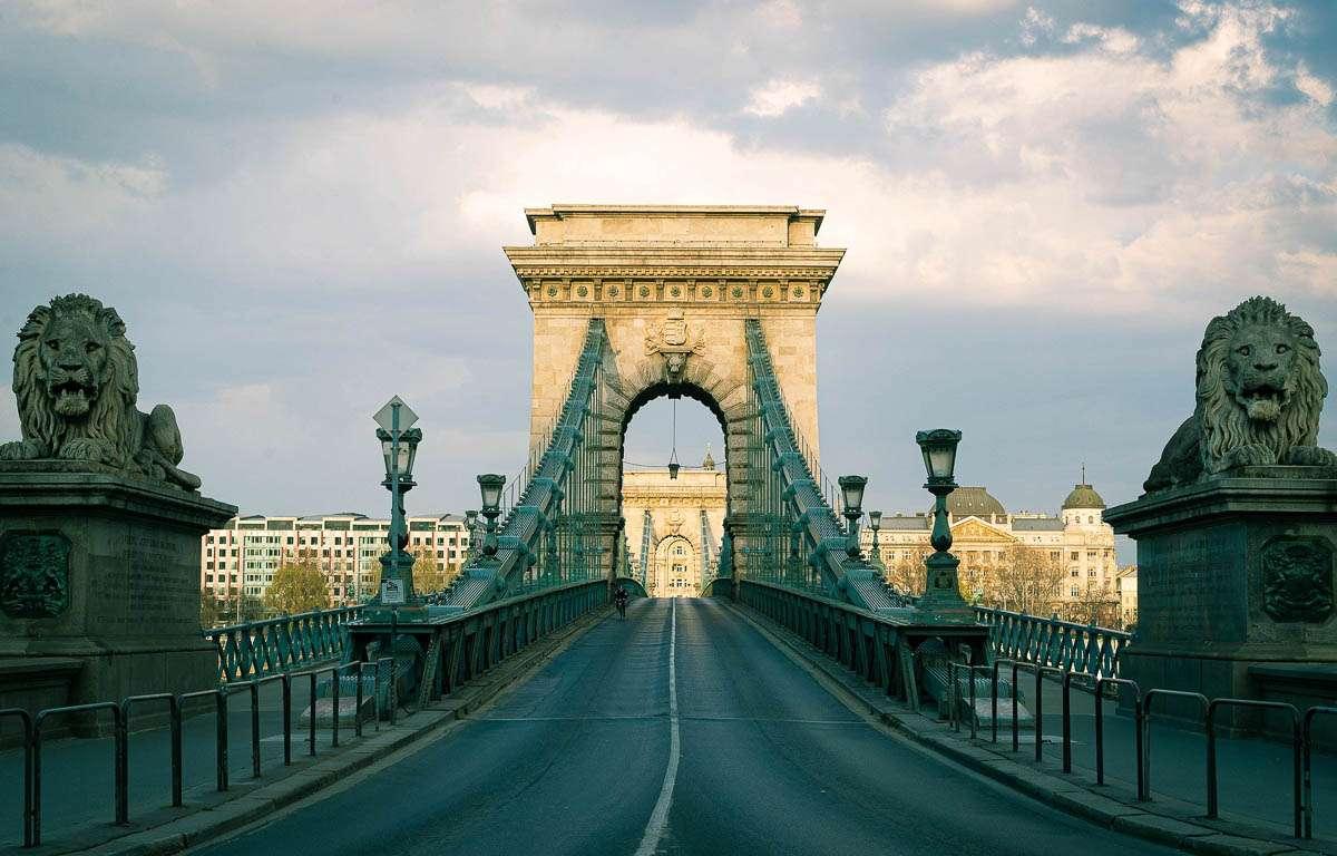 Budapest Chain Bridge in Hungary (15×10)