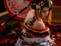 Geisha cu un tatuaj