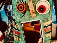 Огледалце огледалце на стената