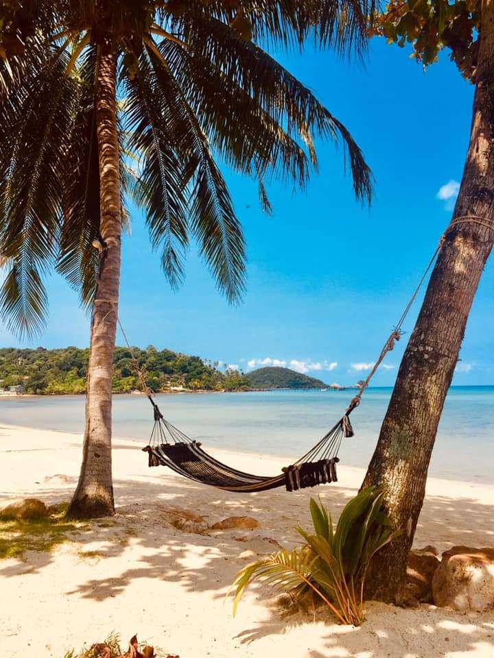 Relaxační houpací síť na pláži