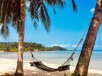 Релаксиращ хамак на плажа