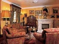 barokní salonek s krbem