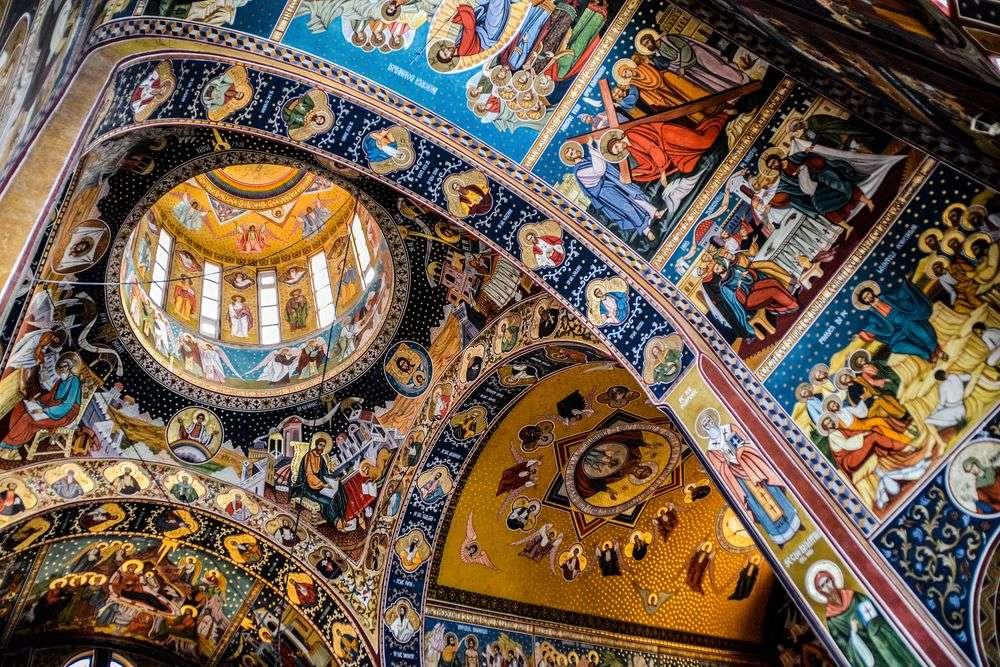 Peinture de plafond Navodari dans l'église Roumanie