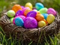 Prueba de Pascua de Pascua con huevos coloridos