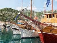 Дървени лодки при шварацията