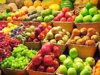 Gyümölcs a boltban