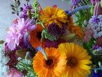 Een groot boeket bloemen