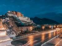 pałac na wzgórzu w indiach