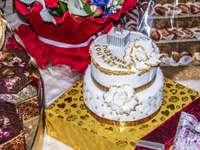 Weiß- und Goldkuchen auf Goldfach