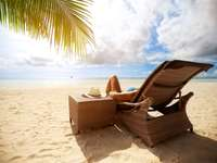 Отпуснете се на плажа