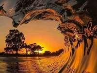 Solnedgång i vågen