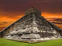 Mayan piramide