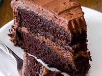 Τρίκλινο κέικ σοκολάτας