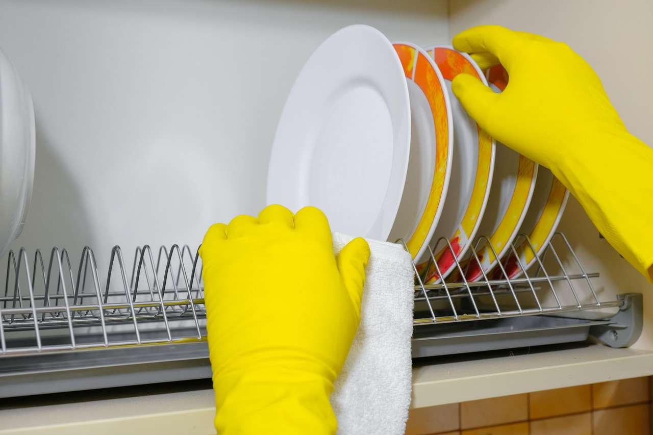 Πλένω πιάτα online παζλ