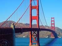 A Golden Gate-híd délről látható