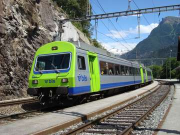 Пътнически влак в планината