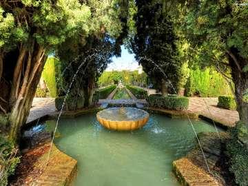 Parkera med en fontän i Spanien