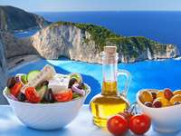 Mat med utsikt över ön i Grekland