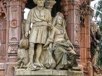 Gouden standbeeld van man en vrouw