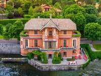 Villa on the water - Italy