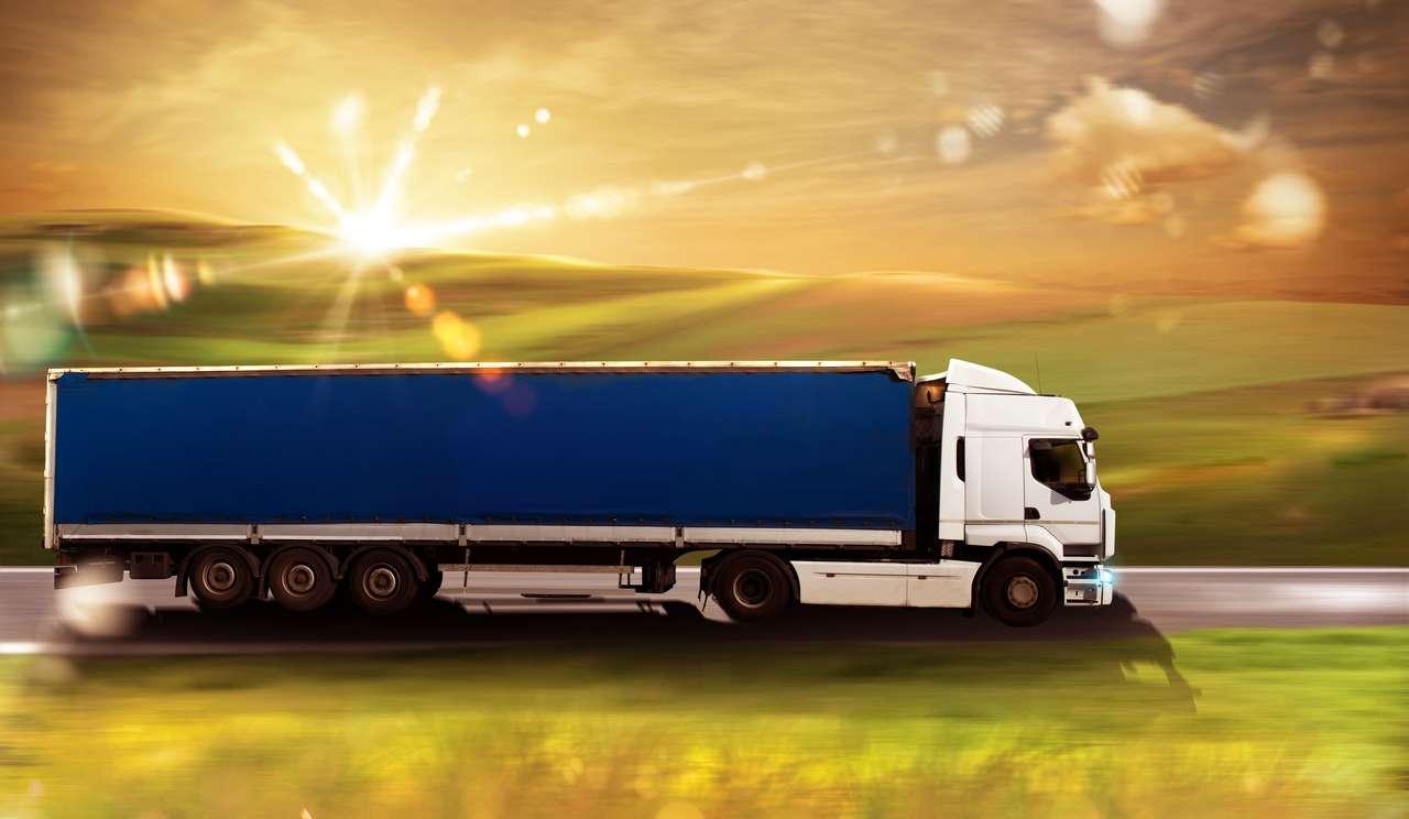 Camion de transport sur route