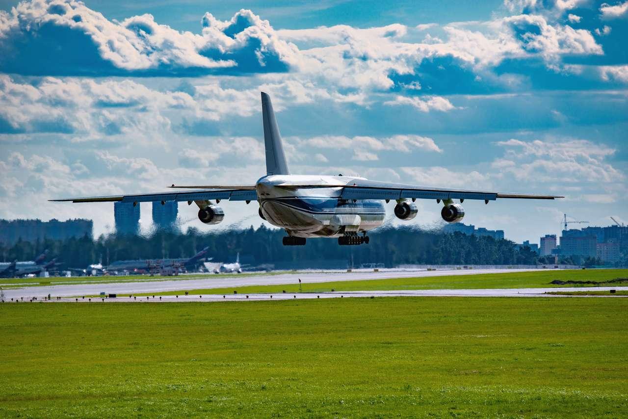 Atterrissage de la boucle d'avion de grande cargaison