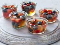 Transparent gelé med frukt
