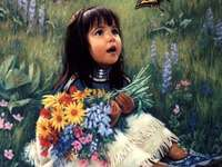 Imádnivaló kislány, aki egy pillangóra néz