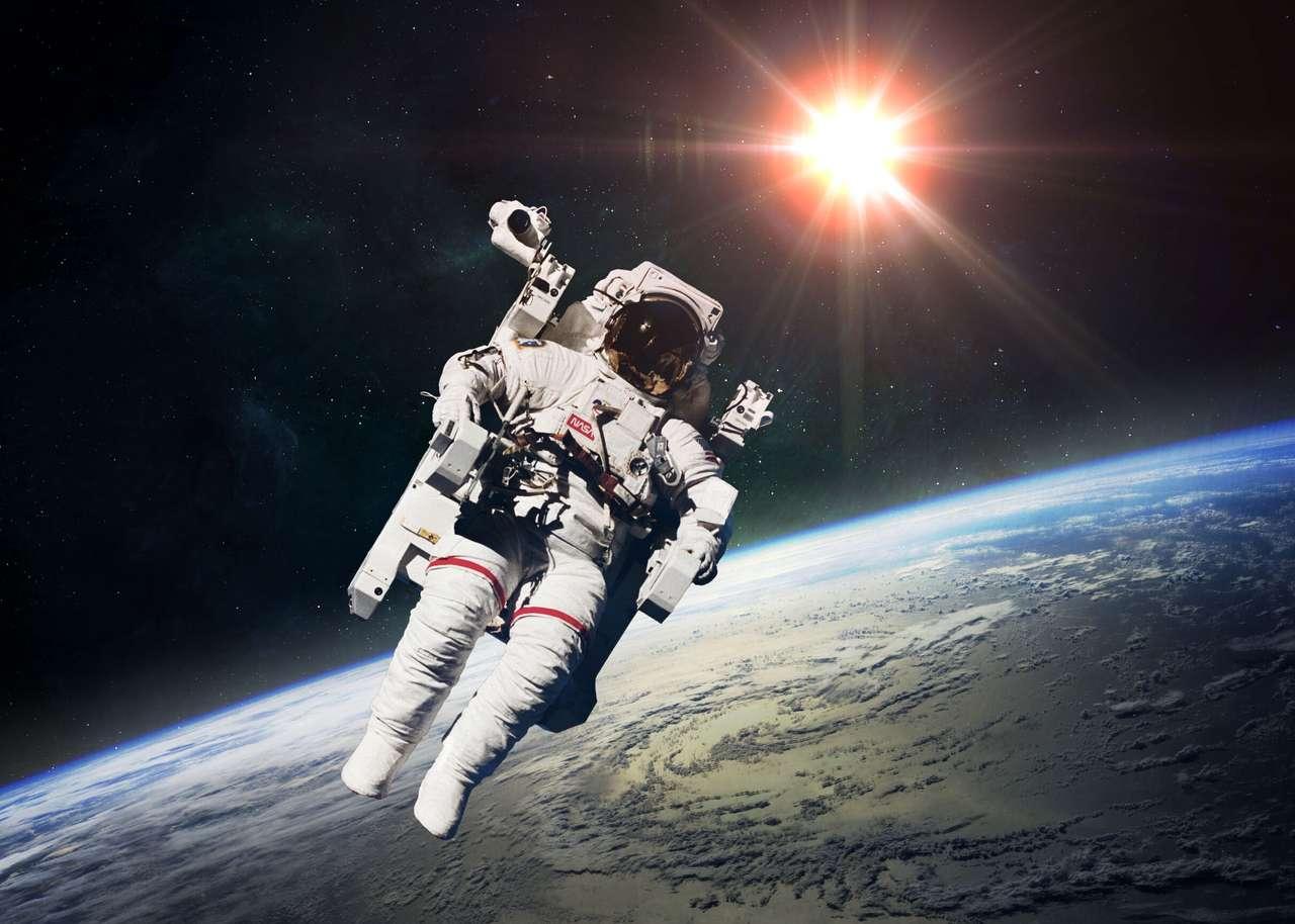 Astronauta no espaço exterior