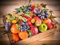 Jesienny kosz owoców