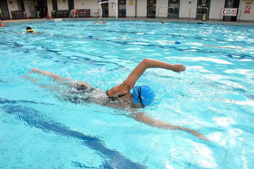 Schwimmer praktizierender Freestyle. Online-Puzzle