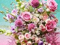 kytice růžových květů