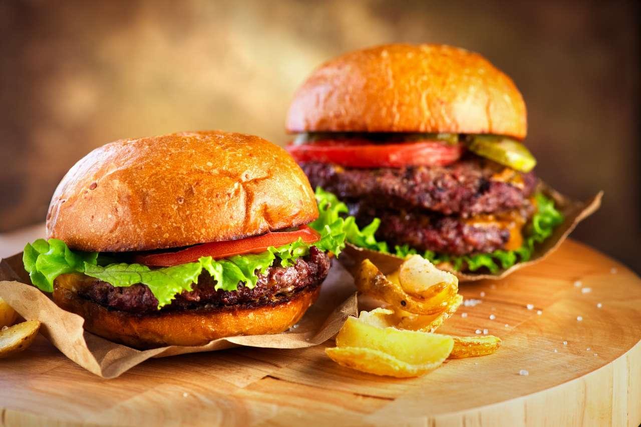 Hamburger și Double Cheeseburger cu cartofi prăjiți