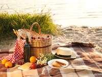 Piquenique na praia em um cobertor online puzzle