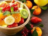 Čerstvý bio ovocný salát skládačka